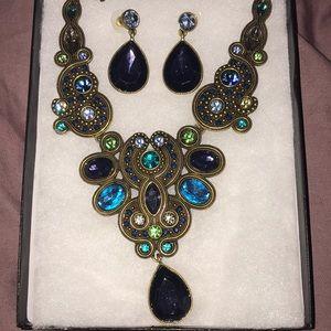 Jewelry - Blue & purple gold necklace w/tear drop earrings